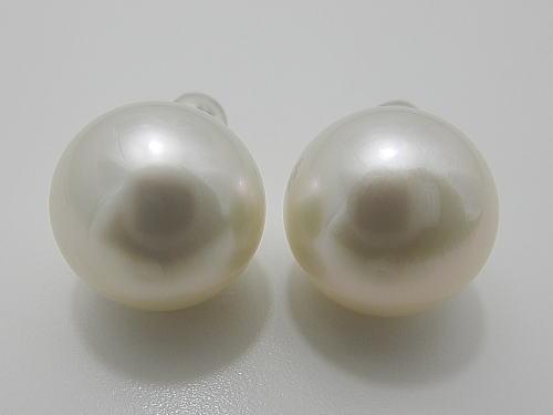 画像1: 白蝶真珠 14.5×13.9 mm K14WG ピアス
