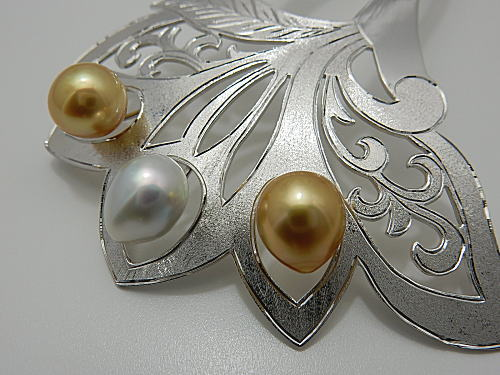 画像1: 白蝶真珠 特選高級手彫り簪